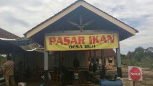 kios pasar ikan desa beji menyediakan berbagai macam ikan air tawar dari beni sampai konsumsi